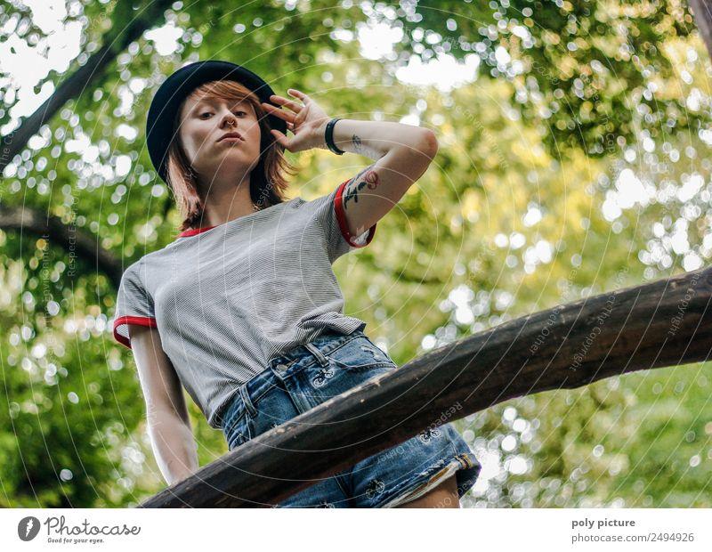 [LS123] - Look at me! Junge Frau Jugendliche Erwachsene Leben 13-18 Jahre 18-30 Jahre Umwelt Natur Sonnenaufgang Sonnenuntergang Frühling Sommer Herbst Baum