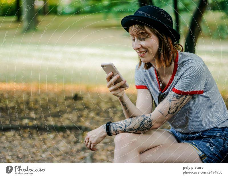 [LS112] - U've got Mail Junge Frau Jugendliche Leben 13-18 Jahre 18-30 Jahre Erwachsene Natur Sonne Sonnenaufgang Sonnenuntergang Frühling Sommer Herbst Park