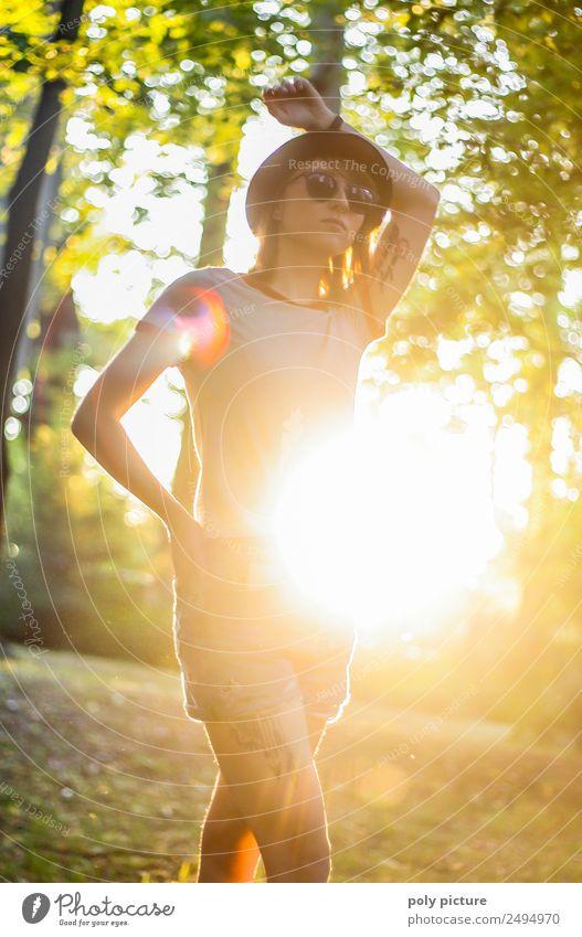 [LS132] - Walking On Sunshine Lifestyle elegant Junge Frau Jugendliche Erwachsene Leben 13-18 Jahre 18-30 Jahre 30-45 Jahre Umwelt Natur Park Wald Energie