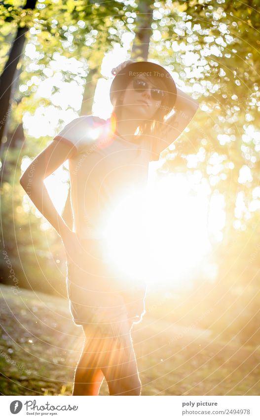 [LS110] - The sun is shining... Junge Frau Jugendliche Leben 13-18 Jahre 18-30 Jahre Erwachsene Park Glück Hoffnung Identität Idylle einzigartig Inspiration