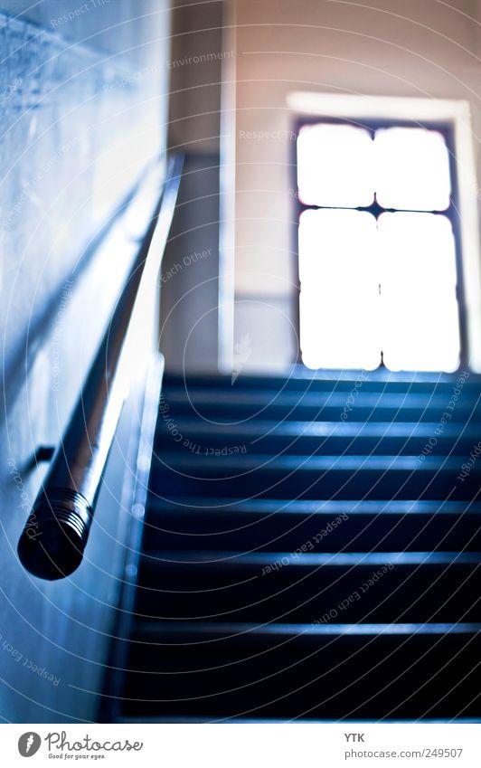 Stairway to Heaven? blau Haus Ferne Wand Fenster Gefühle Bewegung Stimmung Lampe hell gehen Treppe Perspektive Sicherheit bedrohlich festhalten