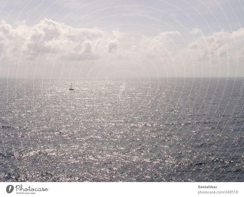 Wer da wohl segelt? Himmel Wasser Sommer Meer Einsamkeit Erholung ruhig Wolken Freiheit Glück Horizont Warmherzigkeit Gelassenheit Sommerurlaub Segeln