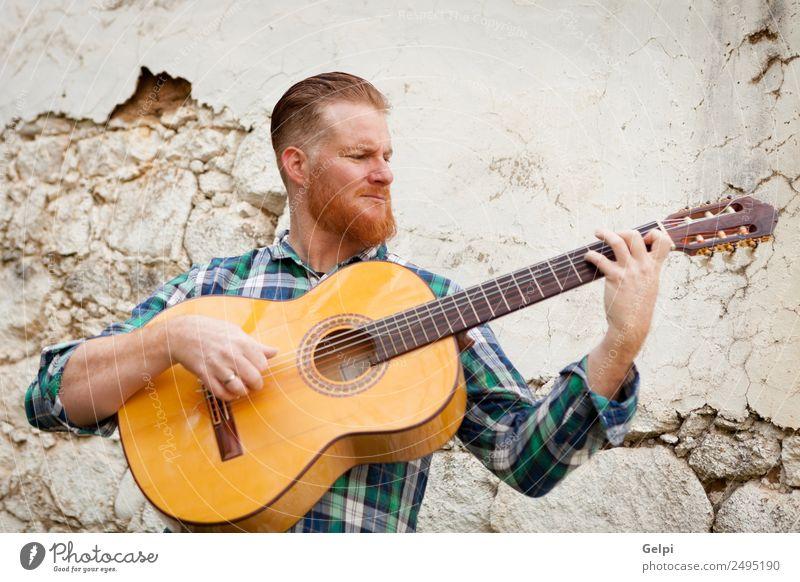 Rothaariger Mann Freizeit & Hobby Spielen Entertainment Musik Mensch Erwachsene Musiker Gitarre Natur rothaarig Oberlippenbart alt Coolness trendy niedlich