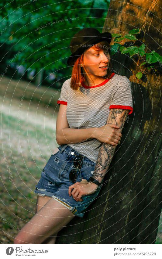 [LS117] - Hey, was geht! Lifestyle Stil Junge Frau Jugendliche Erwachsene 13-18 Jahre 18-30 Jahre Jugendkultur Subkultur Umwelt Natur Sonne Sonnenaufgang