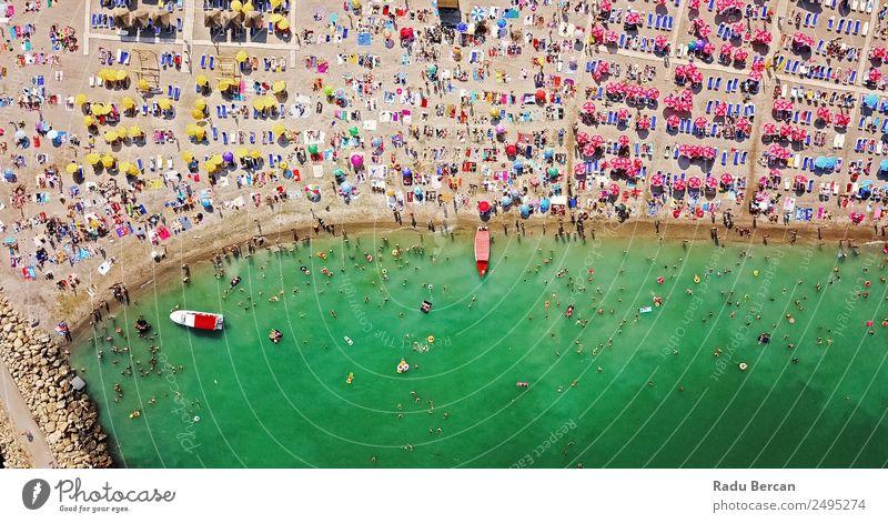 Luftaufnahme von Menschen, die sich am Strand am Schwarzen Meer entspannen. Lifestyle exotisch Ferien & Urlaub & Reisen Abenteuer Ferne Freiheit Sommer