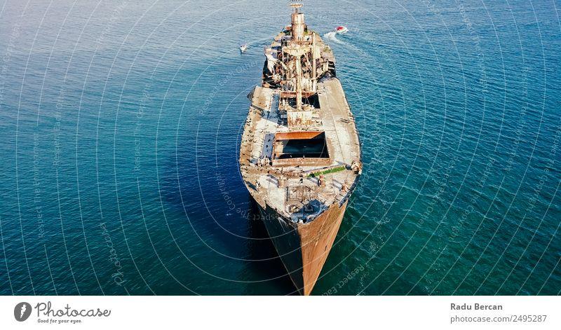 Luftbilddrohne Ansicht des alten Schiffbruch-Geisterschiffes Tourismus Abenteuer Freiheit Kreuzfahrt Expedition Sommer Meer Wellen Umwelt Natur Landschaft