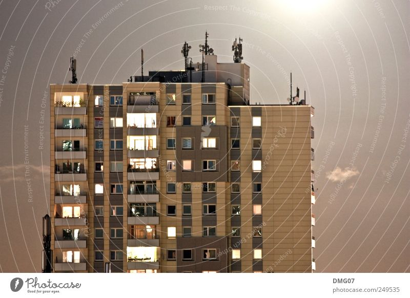 Moonlight alt Stadt Sommer Haus Ferne Wetter dreckig groß ästhetisch Hochhaus Häusliches Leben Dach Schönes Wetter Dorf Skyline Balkon