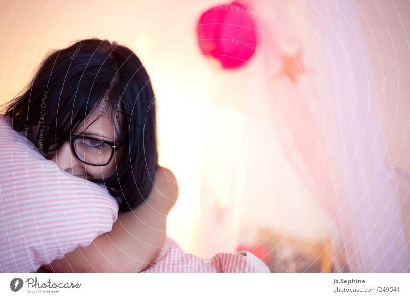 lazy day Mensch Jugendliche Erholung feminin Stil Erwachsene rosa liegen Lifestyle Brille niedlich Lebensfreude gemütlich kuschlig Geborgenheit 18-30 Jahre