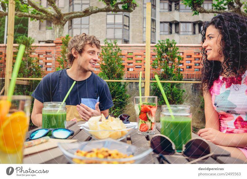 Frau Mensch Ferien & Urlaub & Reisen Mann Sommer schön grün Freude Erwachsene Lifestyle sprechen lachen Glück Garten Paar Zusammensein