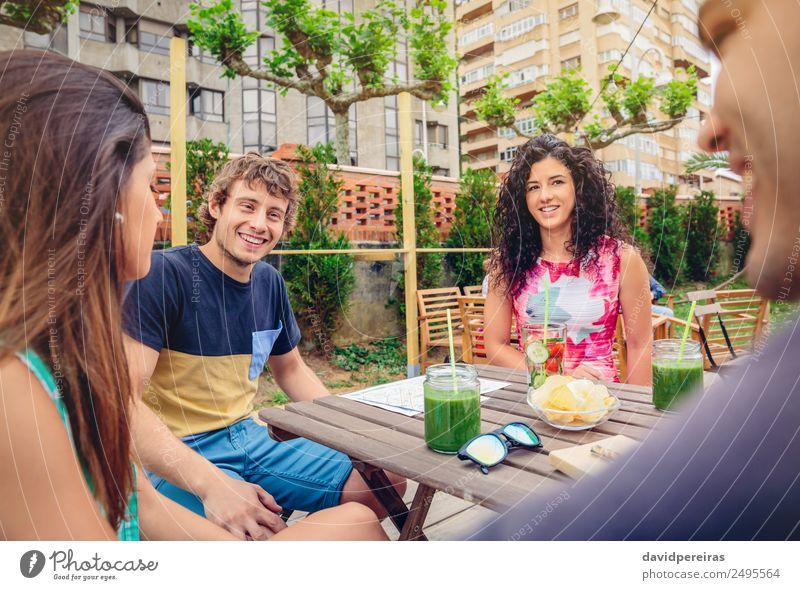 Frau Mensch Ferien & Urlaub & Reisen Mann Sommer schön grün Freude Erwachsene Lifestyle sprechen lachen Glück Garten Menschengruppe Zusammensein