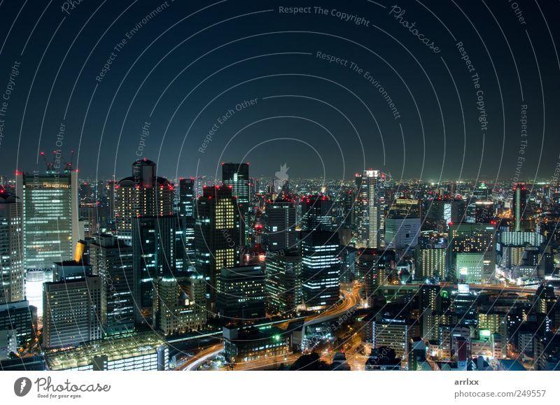 Skyline von Osaka City in Japan bei Nacht Lifestyle Ferien & Urlaub & Reisen Tourismus Sightseeing Häusliches Leben Nachtleben Arbeitsplatz Wirtschaft Industrie