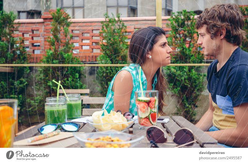 Frau Mensch Mann Sommer grün Erwachsene Traurigkeit Paar Zusammensein Freundschaft Frucht authentisch Tisch Getränk Gemüse Wut