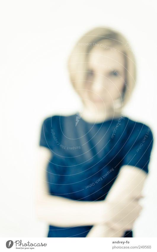 Ohne Brille. Frau Mensch Jugendliche blau Erwachsene feminin Gefühle Stimmung Kunst elegant Design ästhetisch Kultur geheimnisvoll rein 18-30 Jahre