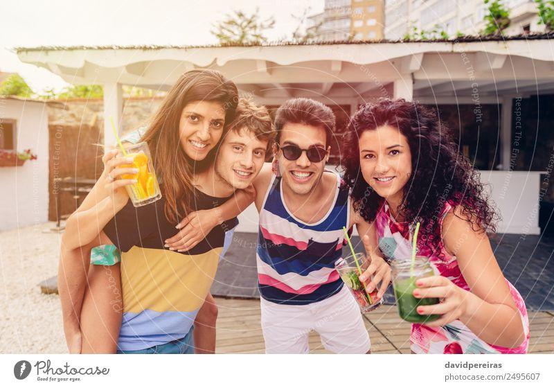 Gruppe von Menschen, die Spaß an der Sommerparty haben. Gemüse Frucht Getränk Alkohol Lifestyle Freude Glück schön Freizeit & Hobby Ferien & Urlaub & Reisen