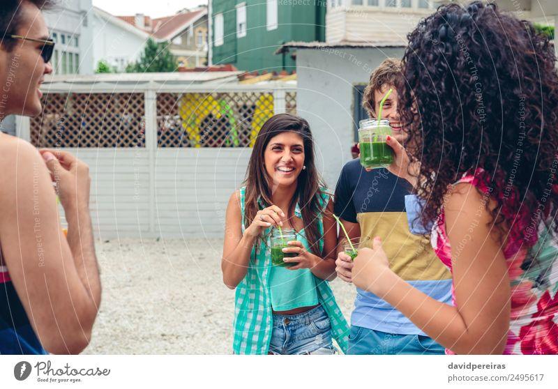 Frau Mensch Mann Sommer schön grün Freude Erwachsene Lifestyle lachen Glück Garten Feste & Feiern Menschengruppe Zusammensein Freundschaft
