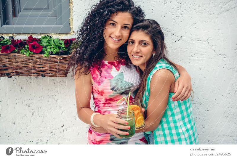 Frau Mensch Sommer grün Freude Erwachsene Lifestyle Gefühle Glück Zusammensein Freundschaft Frucht Freizeit & Hobby frisch Lächeln Fröhlichkeit
