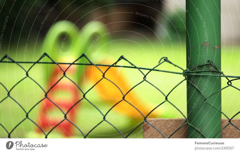 Rutschgefahr! Ferien & Urlaub & Reisen grün Pflanze Sommer rot Blume gelb Wiese Gras Spielen Garten Angst Park Freizeit & Hobby Wohnung gefährlich