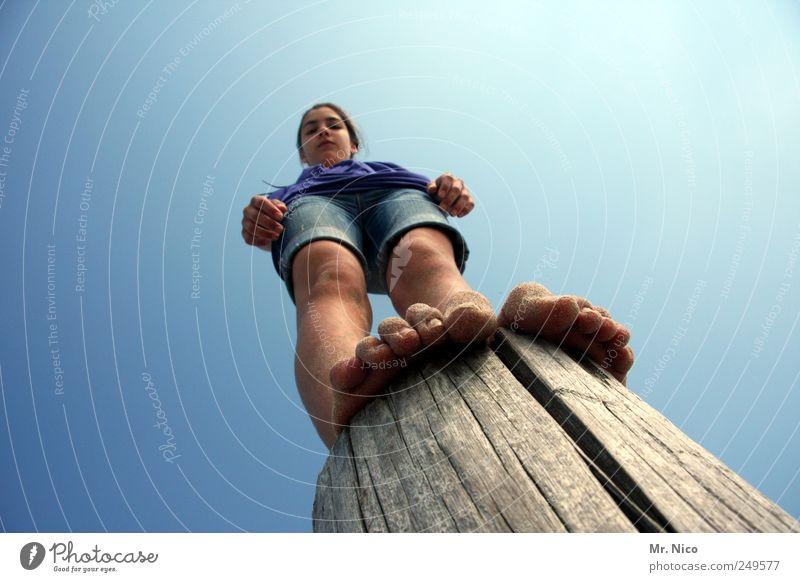 zehn zehen Ferien & Urlaub & Reisen Mädchen Sommer oben Beine Luft Fuß Körper Zufriedenheit Haut Abenteuer stehen Coolness Schönes Wetter Kind entdecken