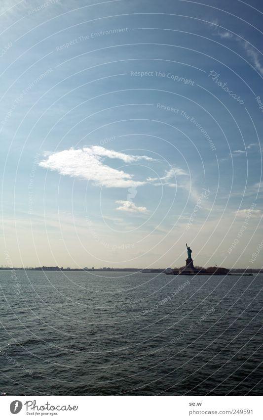 Liberty comes in a gray cloak Himmel blau Sommer Ferien & Urlaub & Reisen Meer Wolken ruhig Küste Unendlichkeit Schönes Wetter New York City