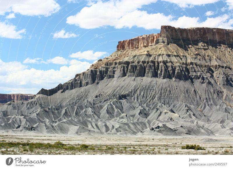 Bad Lands Klettern Bergsteigen Umwelt Natur Landschaft Urelemente Erde Sand Himmel Wolken Felsen Berge u. Gebirge Schlucht Erosion Sandstein Tafelberg