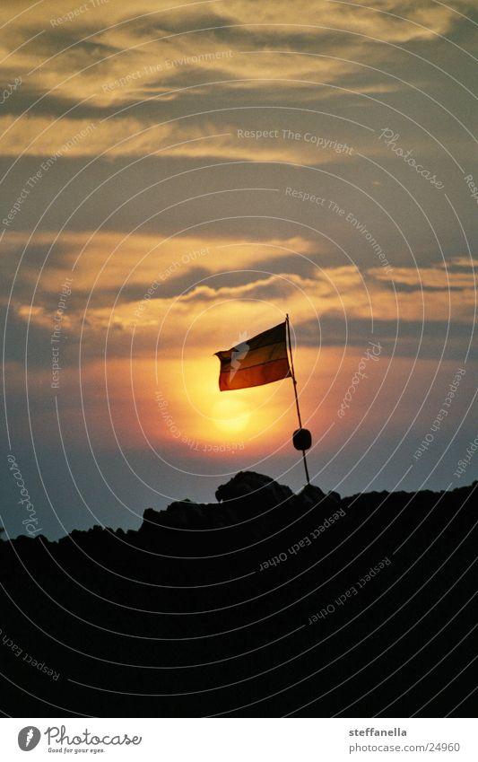 jamaica sunset Sonnenuntergang Stimmung Farbe Abend Abendsonne Abenddämmerung Nationalflagge Textfreiraum oben Vor hellem Hintergrund Silhouette
