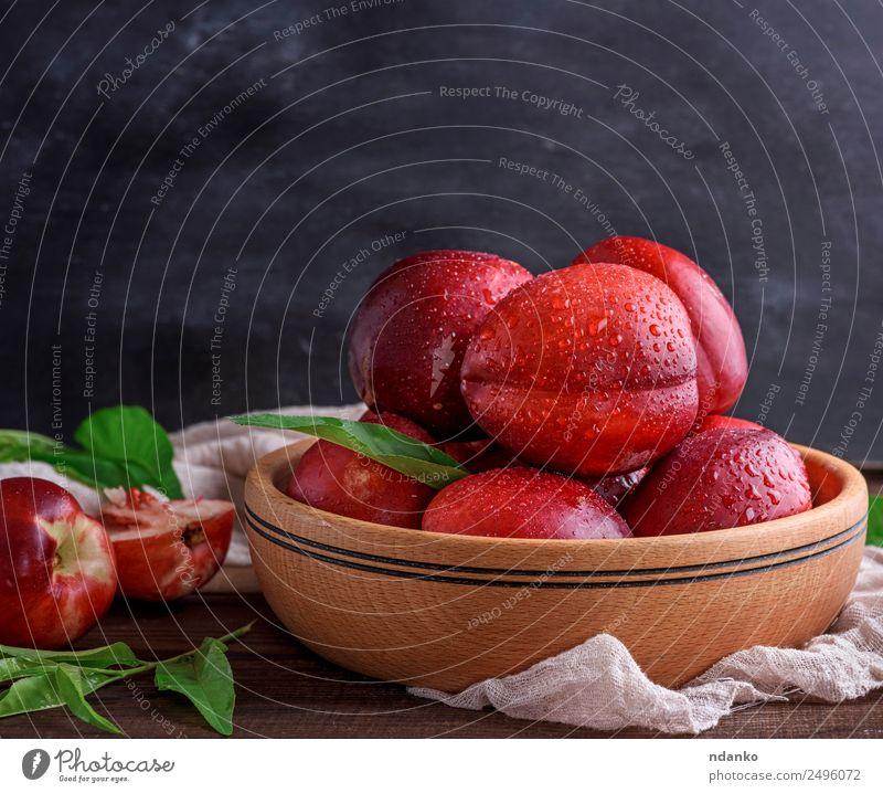 reife Pfirsiche Nektarine Frucht Dessert Ernährung Teller Schalen & Schüsseln Sommer Tisch Blatt Holz Essen frisch saftig braun rot schwarz Hintergrund