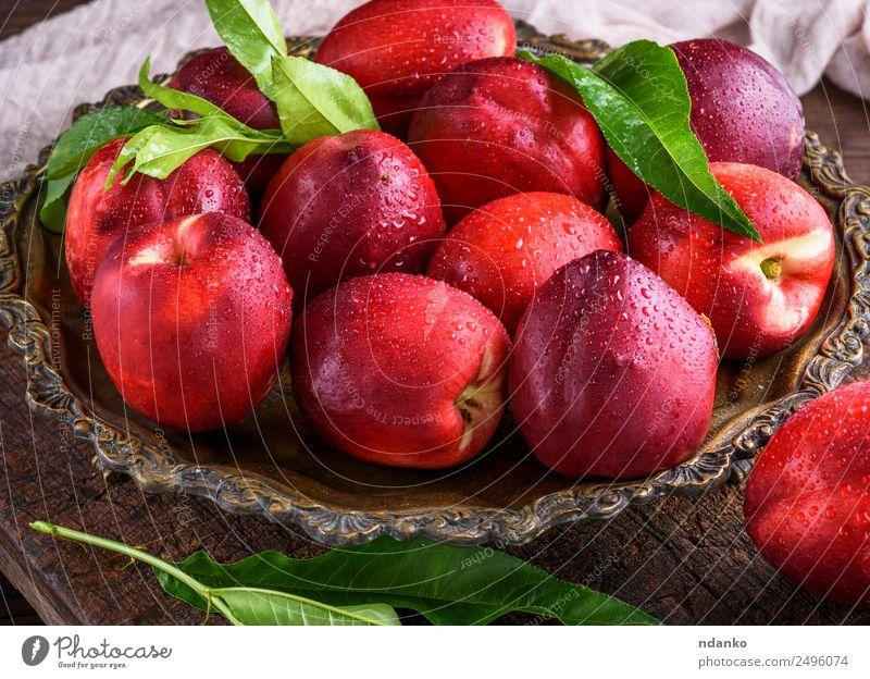 rote reife Pfirsiche Nektarine Frucht Dessert Ernährung Teller Tisch Essen frisch saftig braun Hintergrund Lebensmittel Gesundheit süß roh ganz geschmackvoll