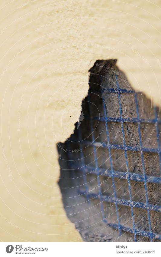 Pfusch blau gelb grau Farbstoff Fassade kaputt Wandel & Veränderung außergewöhnlich Netz unten Verfall Handwerk Putz hohl netzartig Armierung