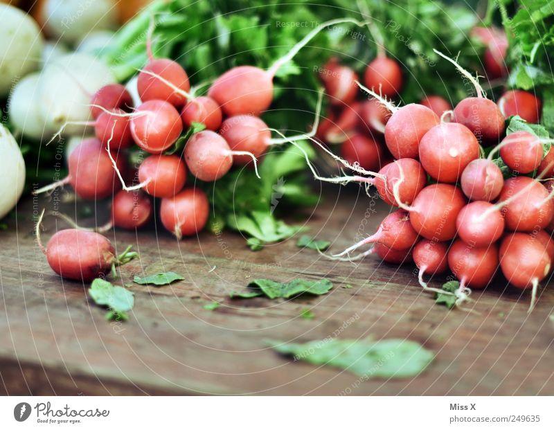 scharf Ernährung Lebensmittel klein rund Gemüse Ernte lecker verkaufen Buden u. Stände Radieschen Rettich Wochenmarkt Gemüsemarkt Obst- oder Gemüsestand
