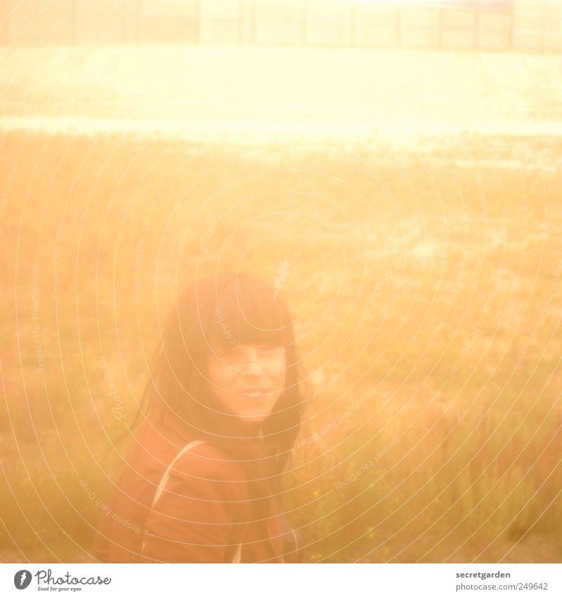 golden summer girl Mensch Natur Jugendliche Farbe Erwachsene gelb Wiese Landschaft Gras Haare & Frisuren hell Horizont Feld 18-30 Jahre Warmherzigkeit