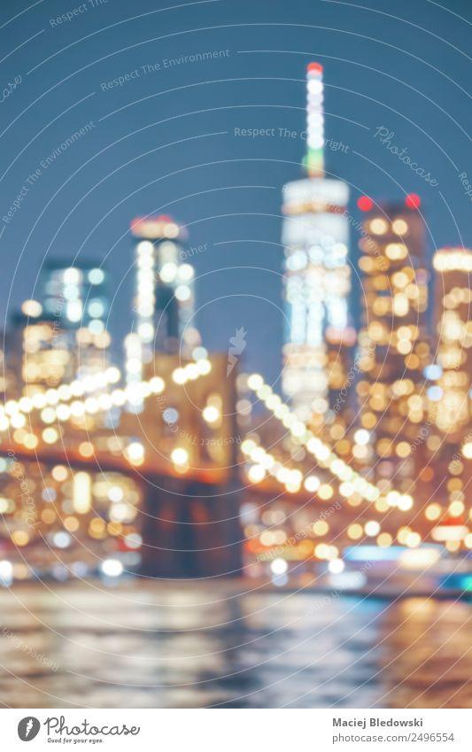 Verschwommenes Bild der Skyline von New York City bei Nacht. Ferien & Urlaub & Reisen Tourismus Freiheit Sightseeing Städtereise Nachtleben Stadt bevölkert