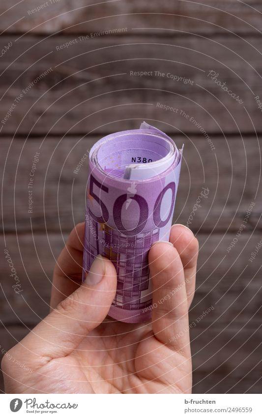 Trinkgeld Wirtschaft Dienstleistungsgewerbe Business Mann Erwachsene Hand Finger Geld festhalten Gerechtigkeit Gier betrügen verschwenden kaufen planen