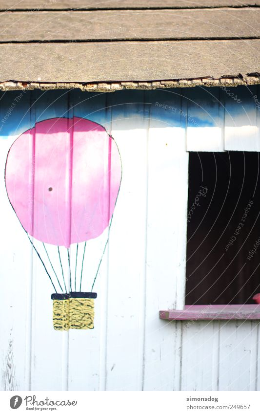 traumhaus alt Haus Wand Fenster Spielen Garten träumen dreckig rosa Fassade fliegen Abenteuer retro Dach leuchten streichen