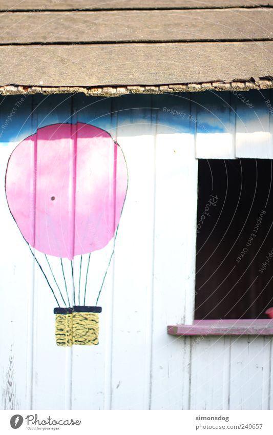 traumhaus Spielen Haus Garten Hütte Fassade Fenster Dach fliegen leuchten alt dreckig retro Abenteuer entdecken Holzwand Ballone Baracke träumen Gartenhütte