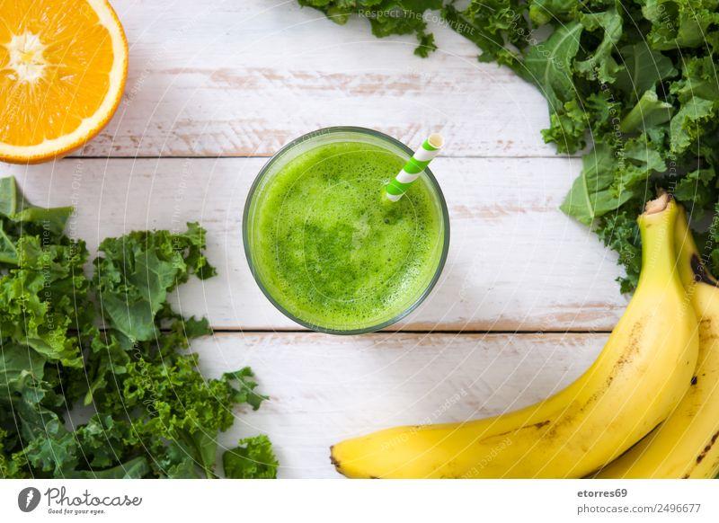 Grünkohl Smoothie mit Banane und Orange Milchshake Getränk grün Entzug Gesundheit Gesunde Ernährung Frucht Vitamin Superfood Vegane Ernährung