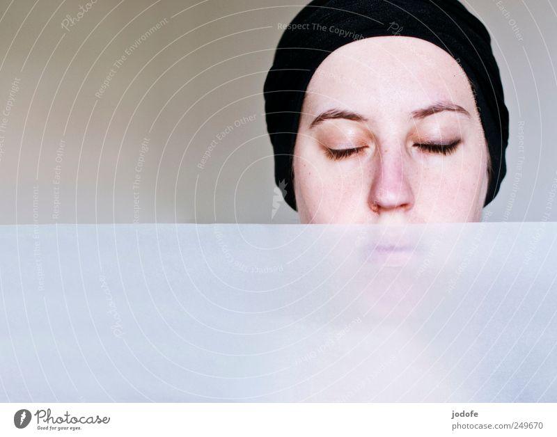 ungleich Mensch feminin Junge Frau Jugendliche Gesicht 1 18-30 Jahre Erwachsene schön weiß Vertrauen Sicherheit Vorsicht Gelassenheit geduldig ruhig