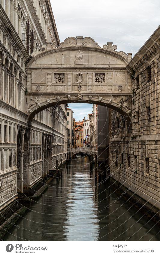 Durststrecke | innerhalb der Seufzerbrücke... Ferien & Urlaub & Reisen Sightseeing Städtereise Venedig Italien Europa Stadt Altstadt Palast Brücke Bauwerk