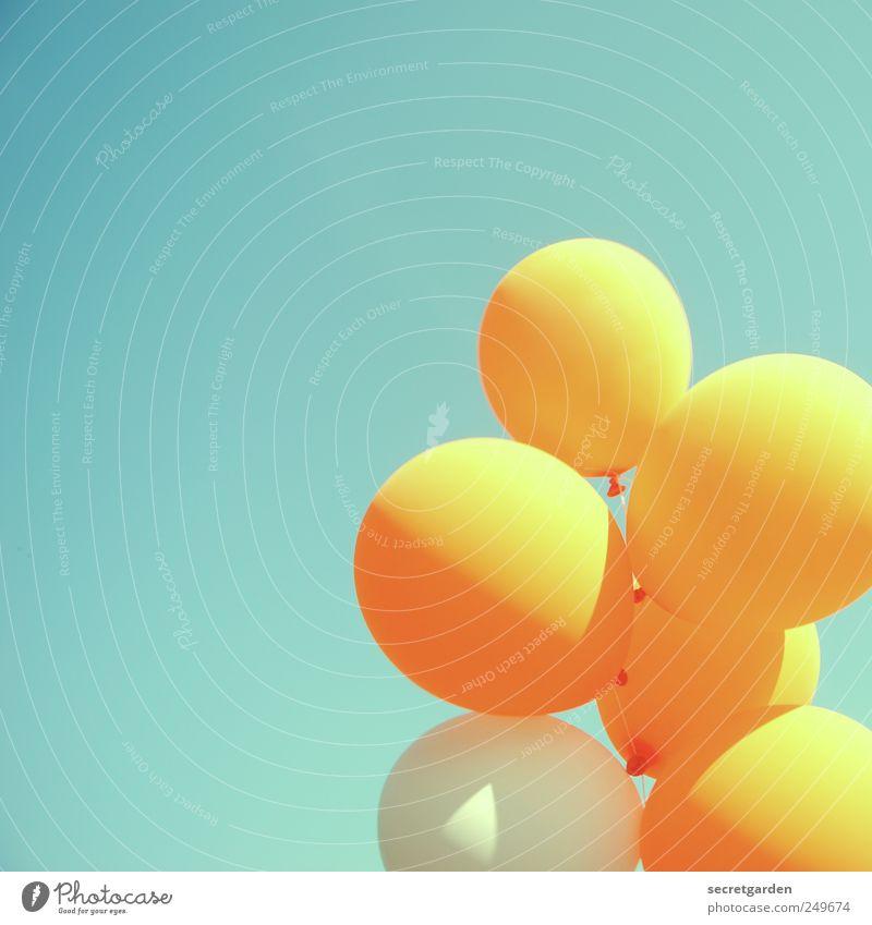 vorfreude Himmel blau Sommer Freude gelb Glück Luft Farbstoff Feste & Feiern Fröhlichkeit retro Luftballon rund leuchten Lebensfreude Jahrmarkt