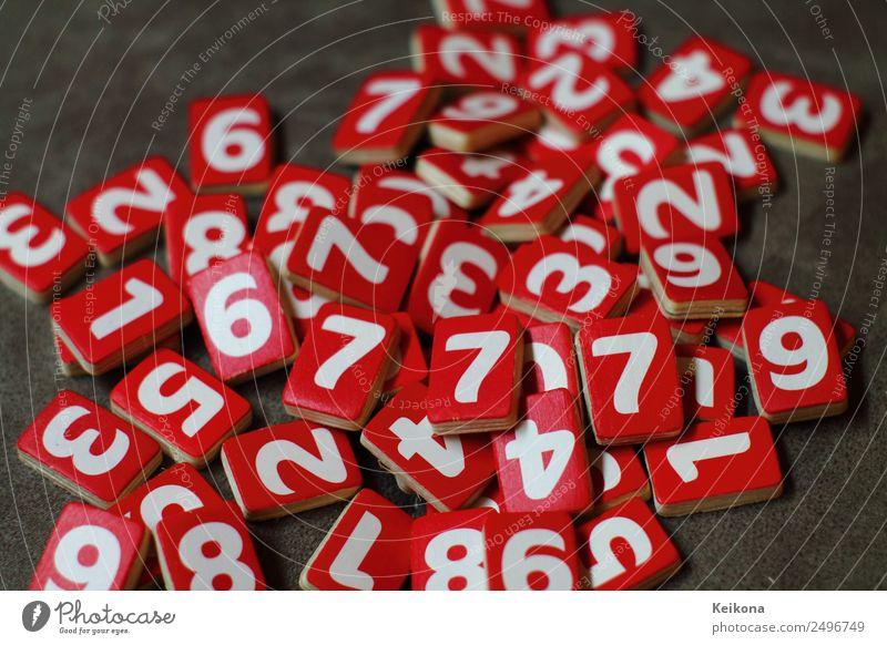 Kopfsalat Zahlen Freude Glück Freizeit & Hobby Spielen Glücksspiel Lotterie Roulette rot weiß Holz Tafel 7 Ziffern & Zahlen Farbfoto mehrfarbig Nahaufnahme