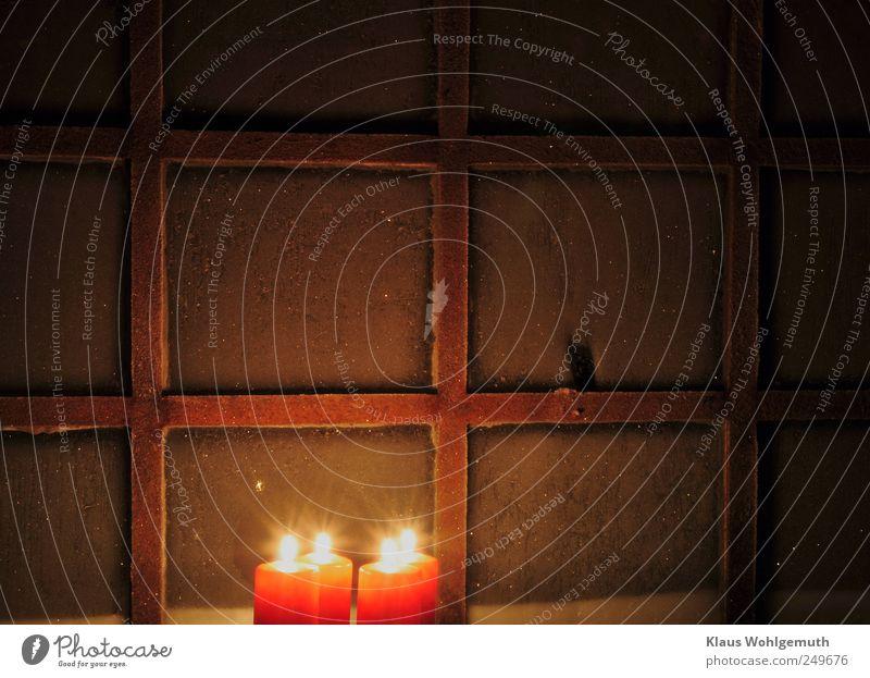 Windows 2022 Feuer Winter Fenster Metall Wärme braun gelb gold rot Stimmung Vorfreude Romantik Güte Hoffnung Glaube Sehnsucht kalt Kerze Kerzenschein Flamme