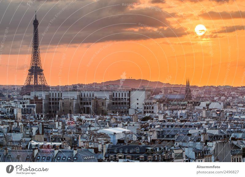 Blick auf Paris mit Eiffelturmsilhouette bei Sonnenuntergang Ferien & Urlaub & Reisen Tourismus Kultur Landschaft Himmel Horizont Skyline Architektur Fluggerät