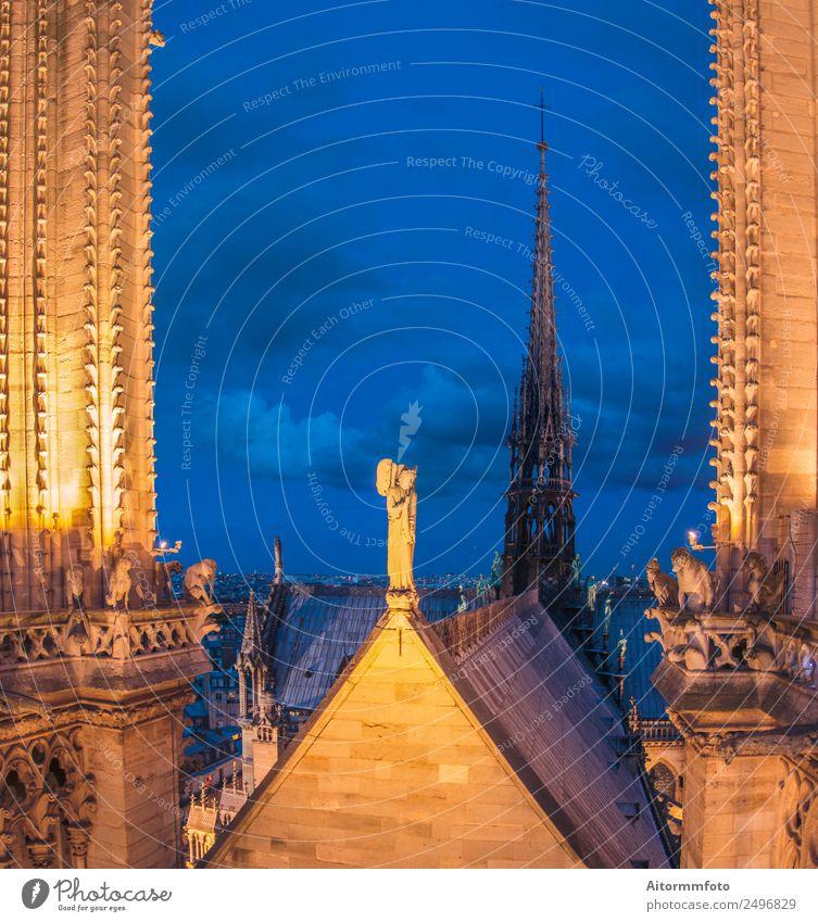 Blick auf einen Teil der Kathedrale Notre Dame in Paris bei Dämmerung Ferien & Urlaub & Reisen Tourismus Sightseeing Kunst Kultur Himmel Gebäude Architektur
