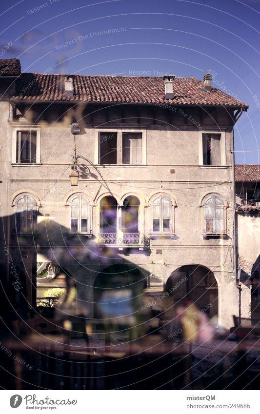 Café in Feltre. Kunst ästhetisch Reflexion & Spiegelung Fenster Fensterscheibe Straßencafé Italien Italienisch Dorf Fassade Sommer Sommerurlaub