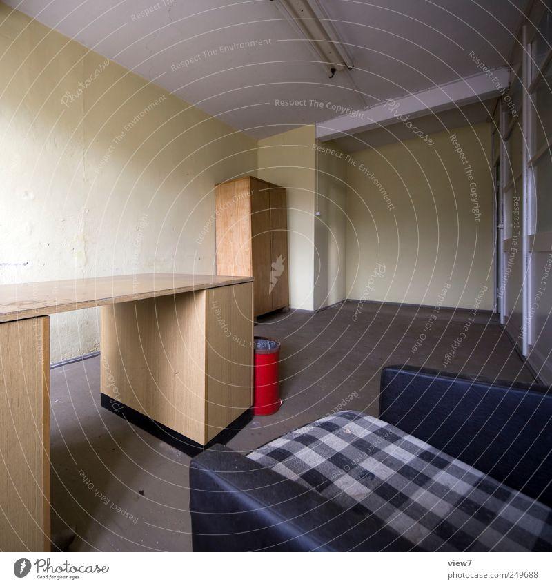 Sekretariat alt Einsamkeit kalt Holz Büro Stein Raum Ordnung modern planen Tisch Innenarchitektur Häusliches Leben einfach Wandel & Veränderung außergewöhnlich