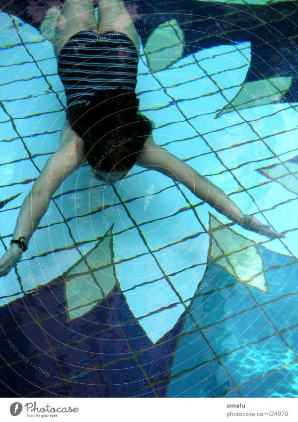 die schwimmerin Schwimmsportler Schwimmbad unten Mensch Wasser Schwimmen & Baden