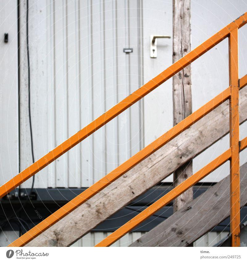 Einsatzzentrale Haus gelb Holz Tür Treppe Sicherheit Kabel Baustelle Schutz Geländer diagonal Hütte Treppengeländer Barriere vertikal Griff
