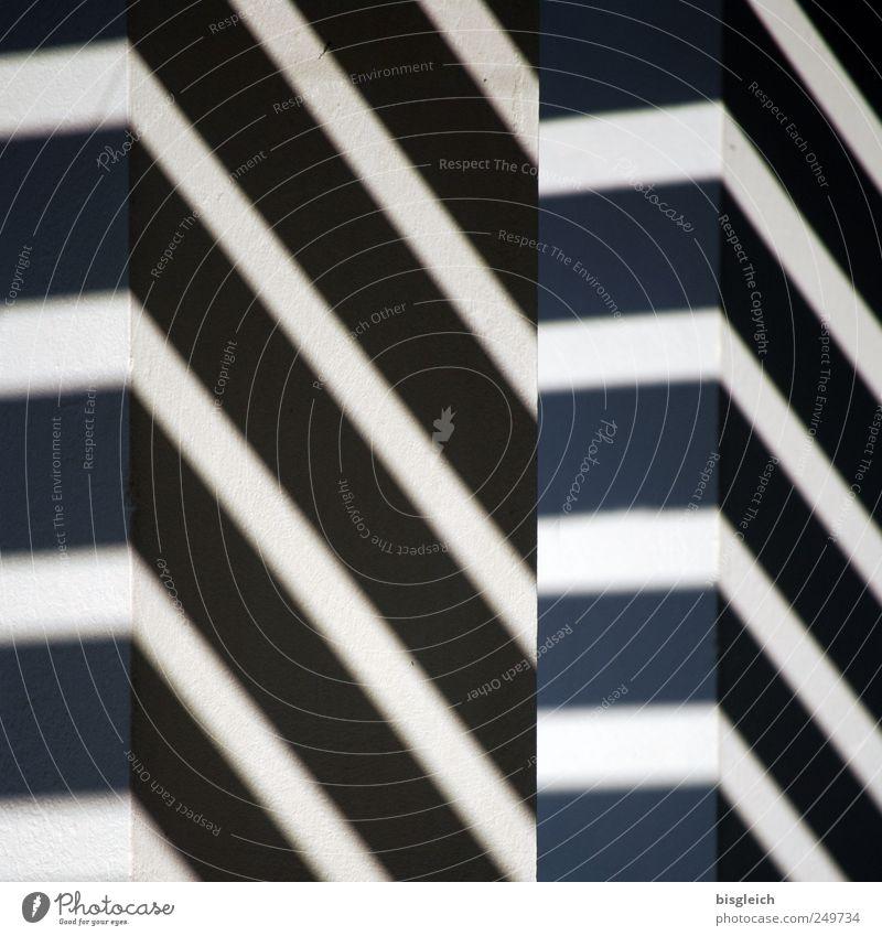 Schatten und Licht Mauer Wand Stein schwarz weiß Schattenspiel Lichterscheinung Lichteinfall Linie Linienstärke Strukturen & Formen Ordnung Balken Farbfoto