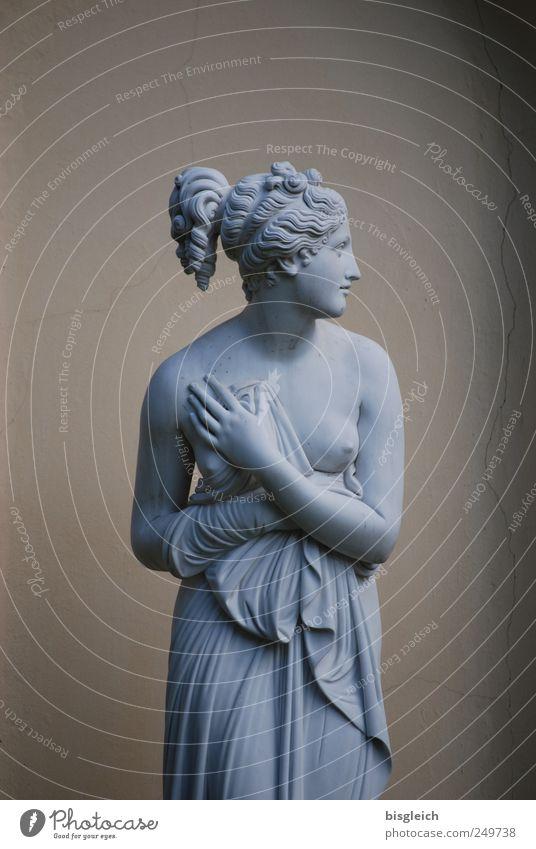 Seitenblick Frau Mensch Hand Jugendliche schön feminin Erotik Wand Kopf grau Haare & Frisuren Erwachsene Stein braun Körper Brust