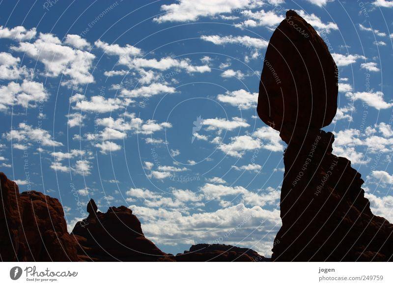 Balanced Rock Umwelt Natur Landschaft Urelemente Erde Sand Luft Wasser Himmel Wolken Felsen Schlucht Arches National Park Gesteinsformationen Gesteinsterrassen