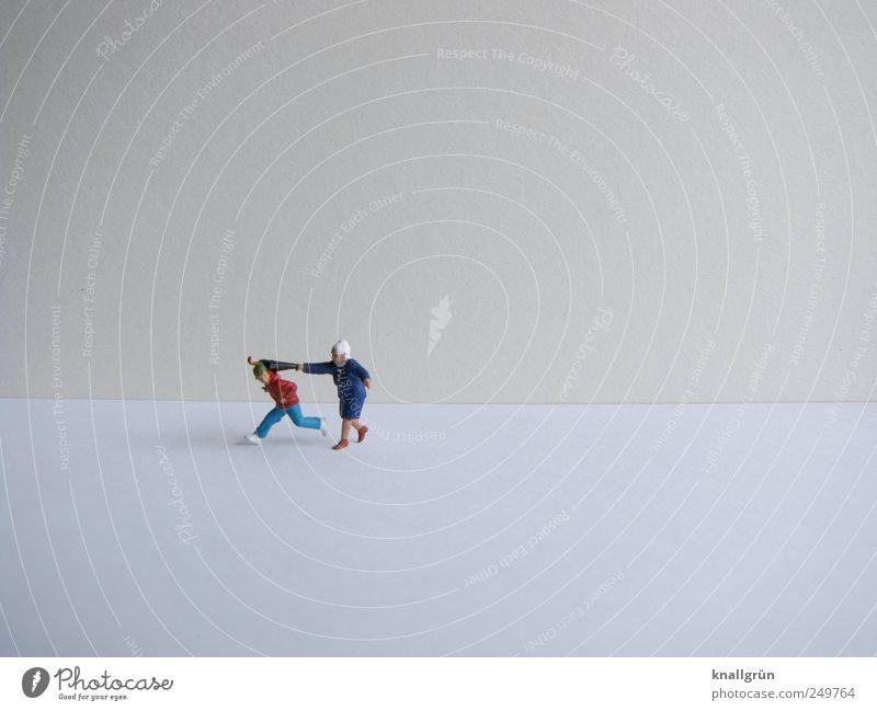 Generationenkonflikt Mensch maskulin Weiblicher Senior Frau Großmutter 60 und älter Regenschirm berühren Bewegung Jagd laufen rennen bedrohlich rebellisch grau